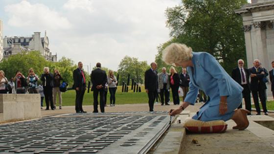Camilla applys SmartWater to Memorial